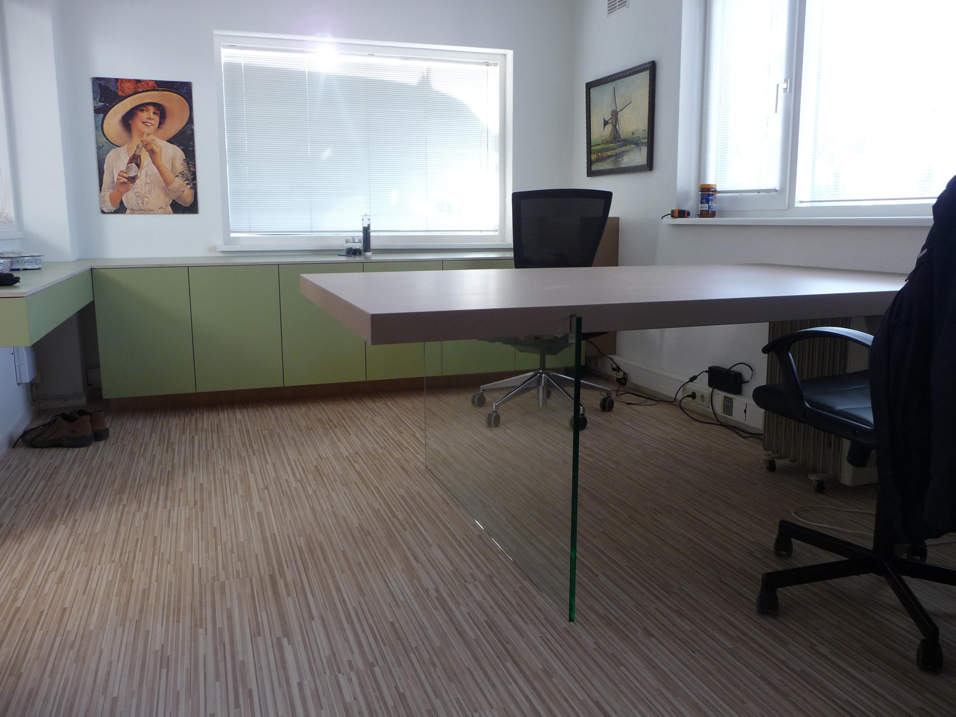 Op Maat Gemaakte : Op maat gemaakte kantoorinrichting zowel het bureau als kasten