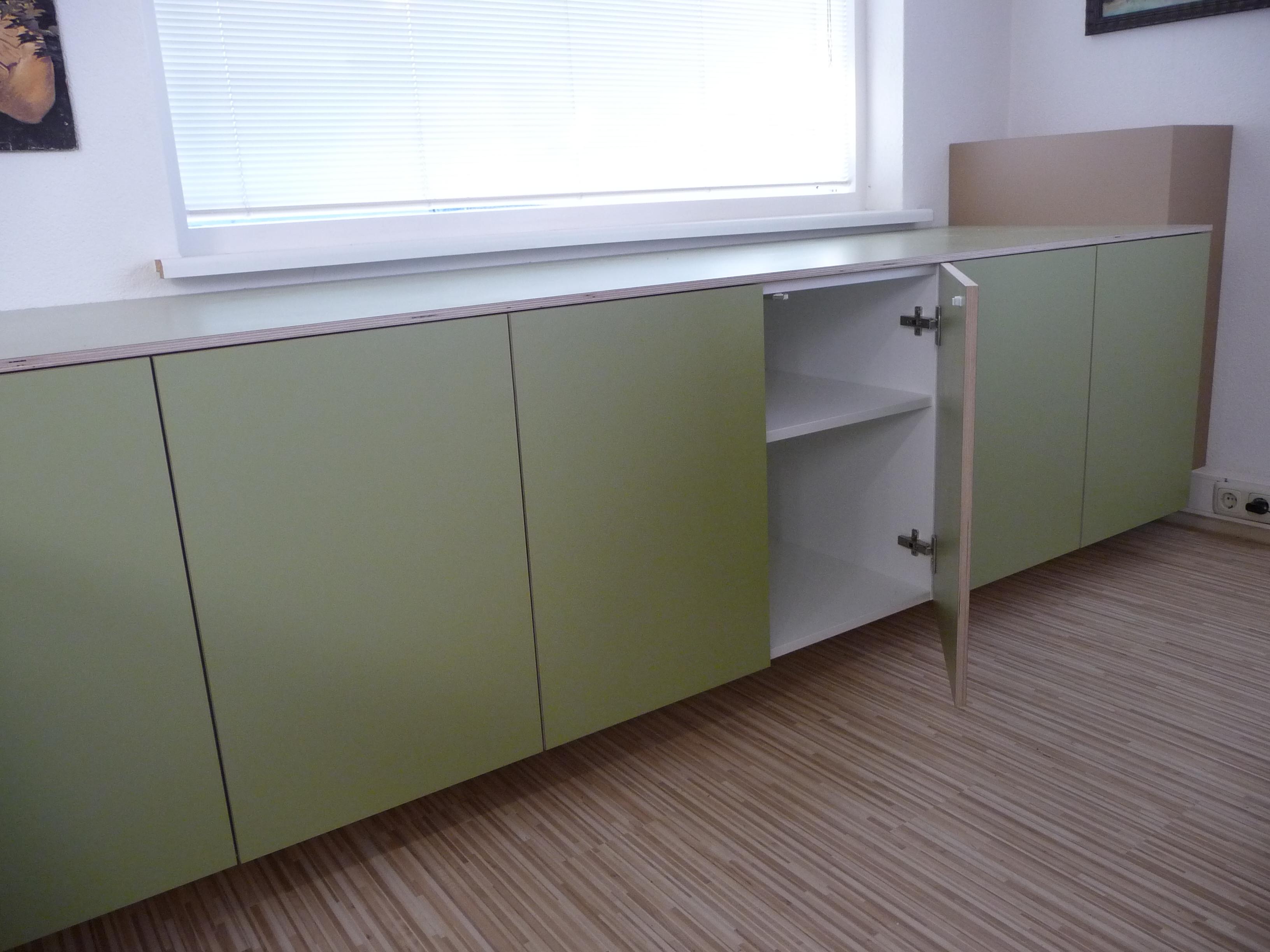 Werkruimte Met Berkenmultiplex Kasten Beplakt Met Groen Hpl