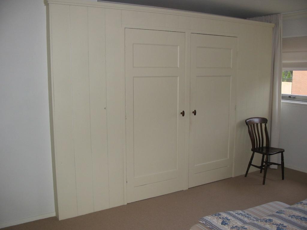 Oude Houten Slaapkamerkasten : Oude paneeldeuren als uitgangsbasis voor een wand met daarachter